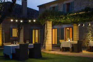 lampu gantung pada model teras rumah sederhana