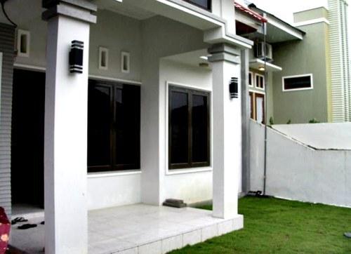 warna cat teras rumah dengan kombinasi abu abu putih pada model teras rumah sederhana